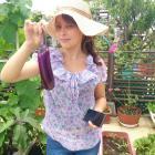 La jardinière est heureuse avec sa récolte