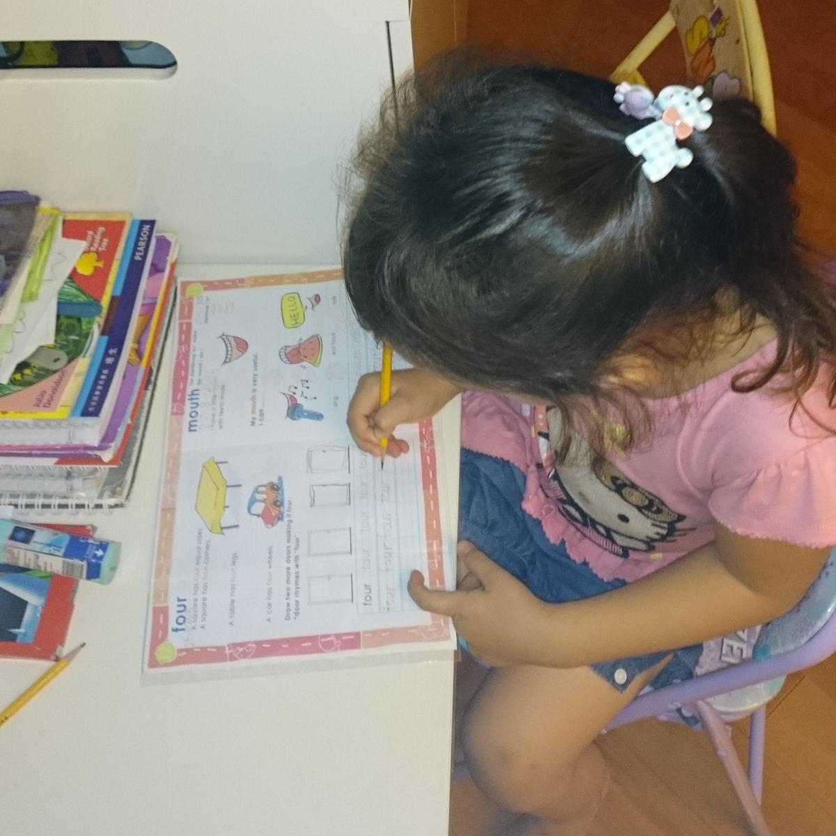Kylie fait ses devoirs
